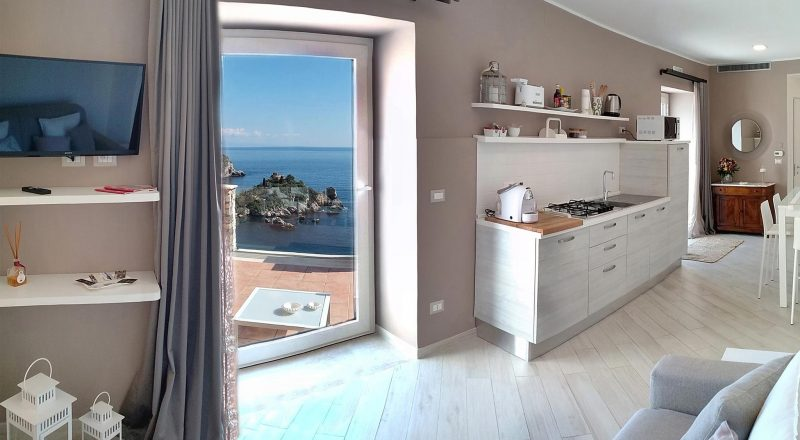 Isola Bella Suite - Kitchen and living room